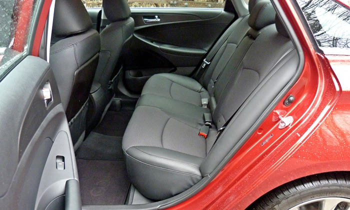 Sonata Reviews: 2013 Hyundai Sonata SE rear seat