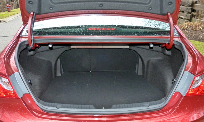 Sonata Reviews: 2013 Hyundai Sonata SE trunk