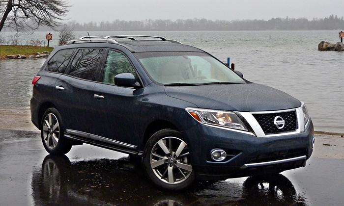 Good 2013 Nissan Pathfinder Platinum Front Quarter Rain