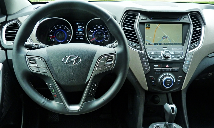 Santa Fe Reviews: 2013 Hyundai Santa Fe Limited instrument panel