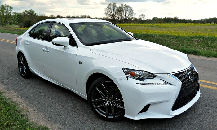 2014 Lexus IS 350 F Sport front quarter close