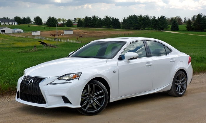 Lexus IS Photos: 2014 Lexus IS 350 F Sport front quarter