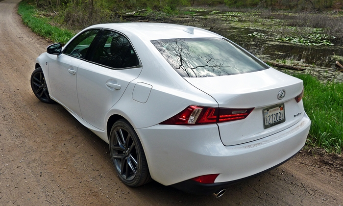 Lexus IS Photos: 2014 Lexus IS 350 F Sport rear quarter close