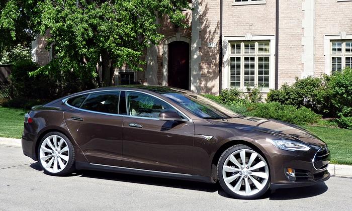 Tesla Model S front quarter