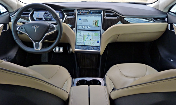 Tesla Model S Photos: Tesla Model S instrument panel full width