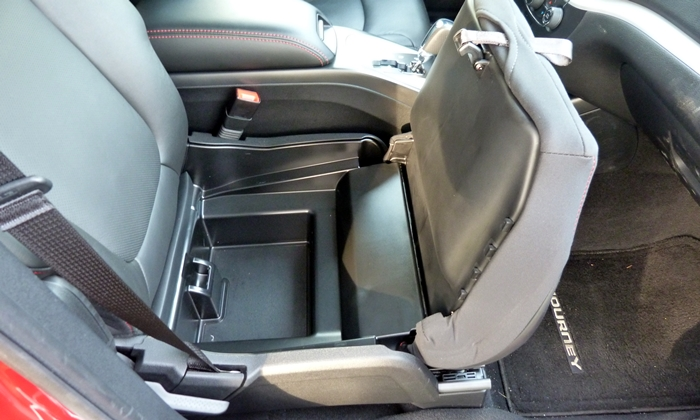 Dodge Journey Photos: 2013 Dodge Journey R/T in-seat storage