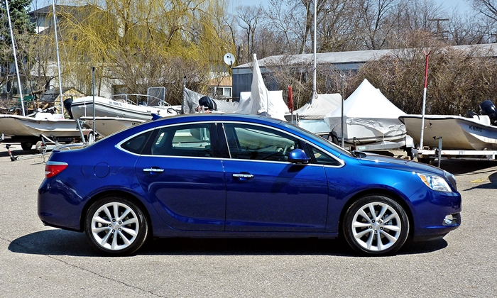 Buick Verano Photos: Buick Verano side view