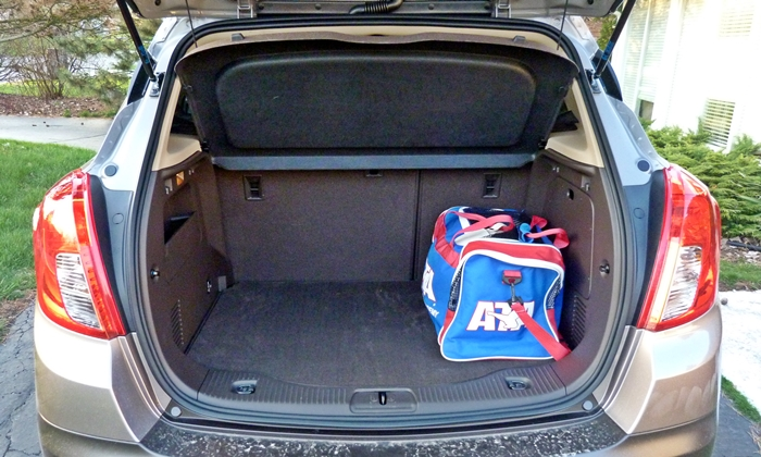 Buick Encore Photos: Buick Encore cargo area, seat up