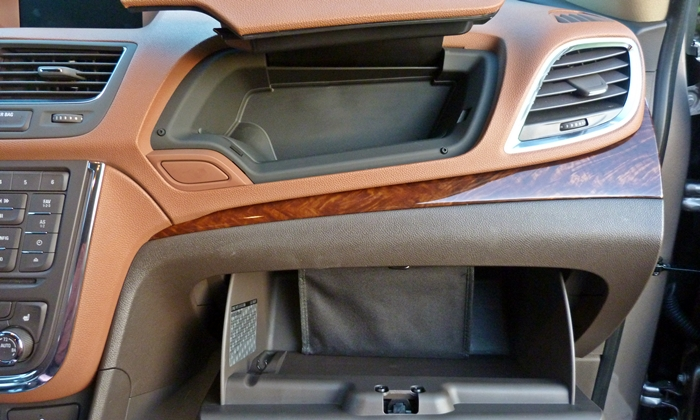 Buick Encore Photos: Buick Encore glove compartments