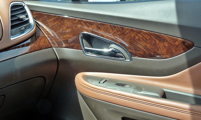 Buick Encore Photos: Buick Encore plasti-wood trim