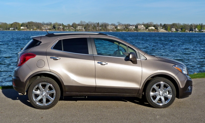 Buick Encore Photos: Buick Encore side view