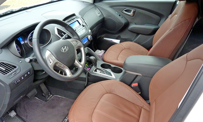 Buick Encore Photos: Hyundai Tucson interior
