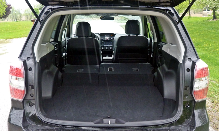 Subaru Forester Photos: 2014 Subaru Forester cargo area seat folded