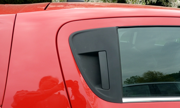 Chevrolet Sonic Photos: Chevrolet Sonic rear pillar detail