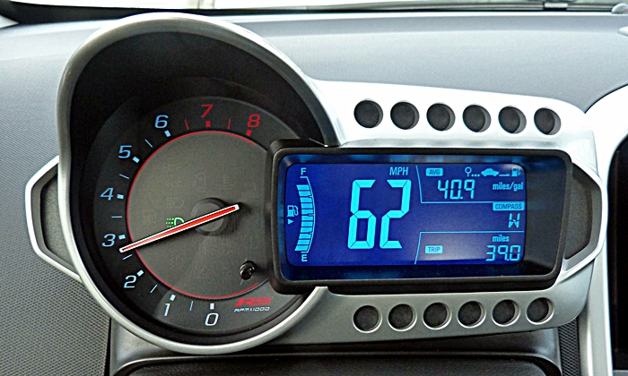 Chevrolet Sonic Photos: Chevrolet Sonic RS instrument cluster