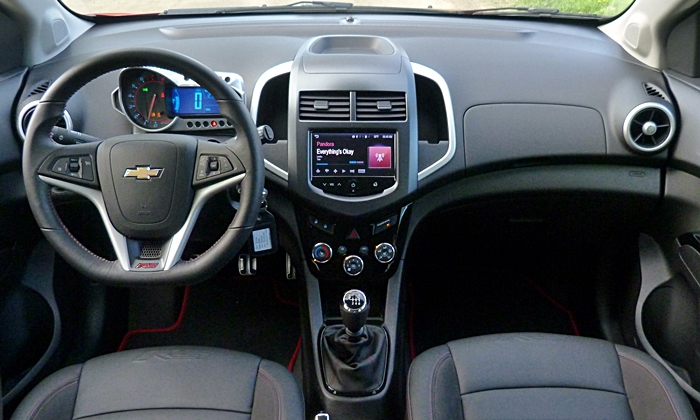 Chevrolet Sonic Photos: Chevrolet Sonic RS instrument panel full