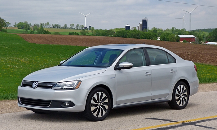 Jetta Reviews: Volkswagen Jetta Hybrid front quarter