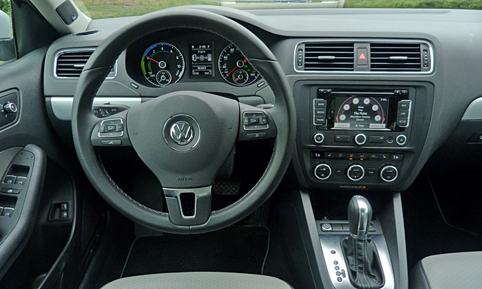 Jetta Reviews: Volkswagen Jetta Hybrid instrument panel
