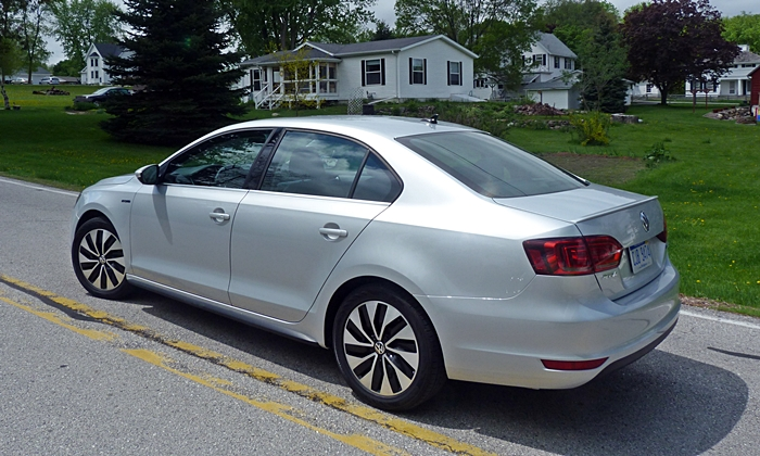 Jetta Reviews: Volkswagen Jetta Hybrid rear quarter