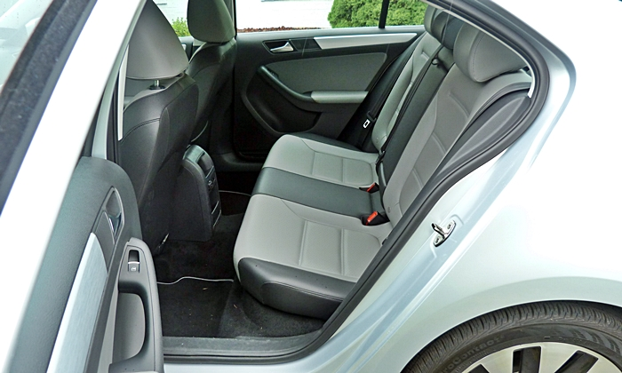 Jetta Reviews: Volkswagen Jetta Hybrid rear seat