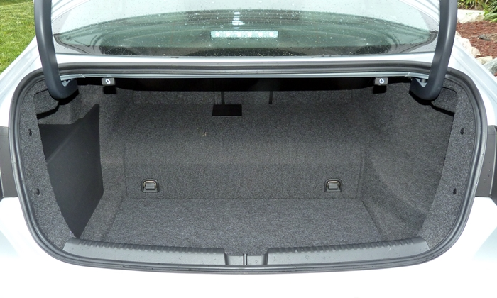 Jetta Reviews: Volkswagen Jetta Hybrid trunk