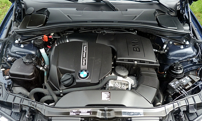 BMW 1-Series Photos: BMW 135is engine