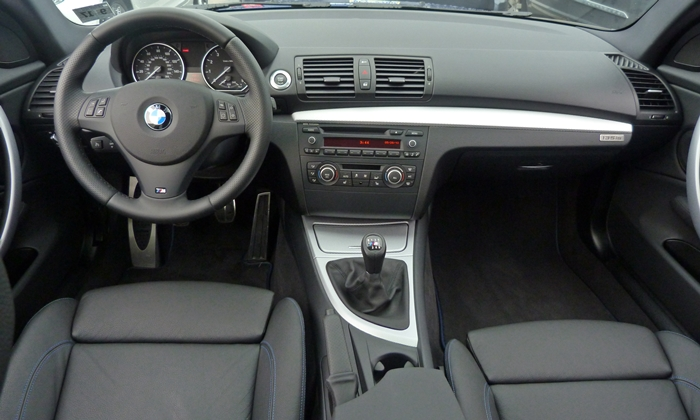 BMW 1-Series Photos: BMW 135is instrument panel full width