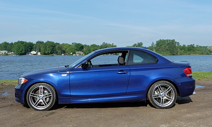 BMW 1-Series Photos: BMW 135is side