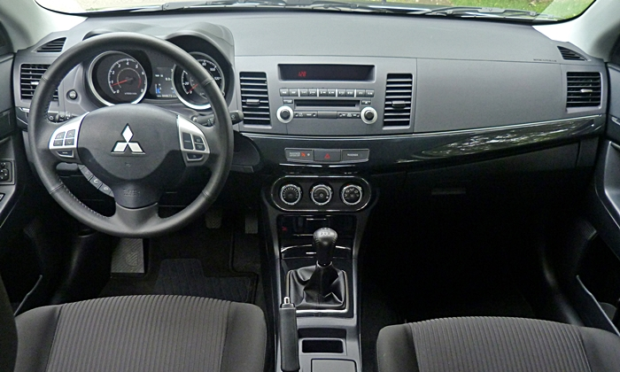 Mitsubishi Lancer Photos: Mitsubishi Lancer GT instrument panel full