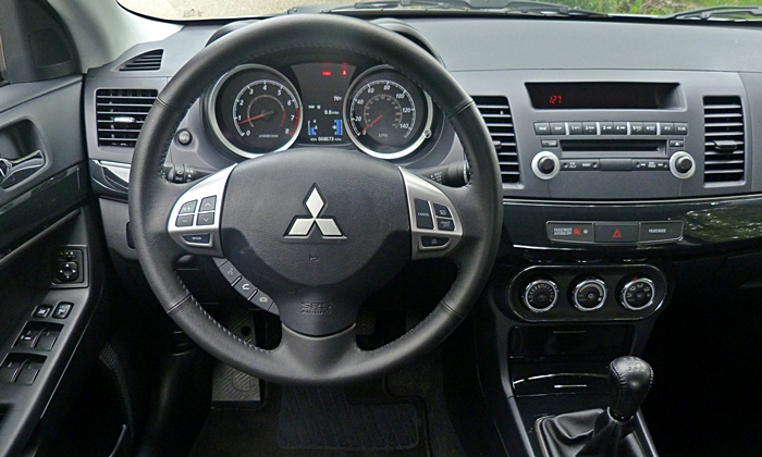 Lancer Reviews: Mitsubishi Lancer GT instrument panel