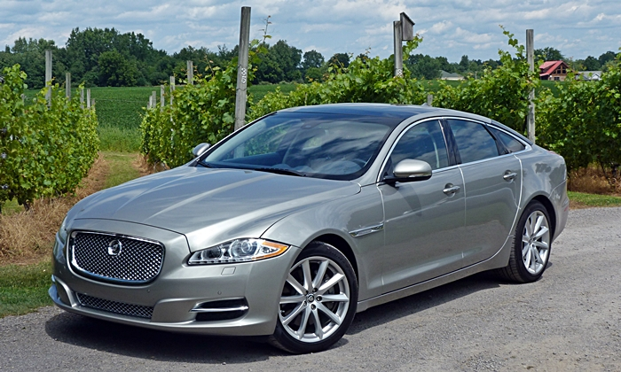2013 Jaguar XJ front quarter view
