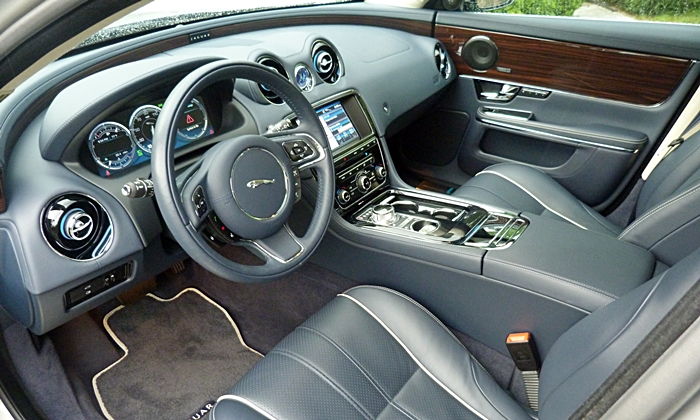XJ Reviews: 2013 Jaguar XJ interior