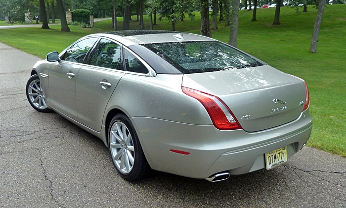 Jaguar XJ Photos: 2013 Jaguar XJ rear quarter high view