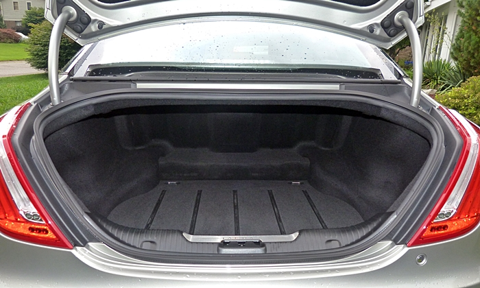 XJ Reviews: 2013 Jaguar XJ trunk