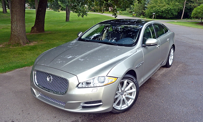 Jaguar XJ Photos: 2013 Jaguar XJ front angle high view