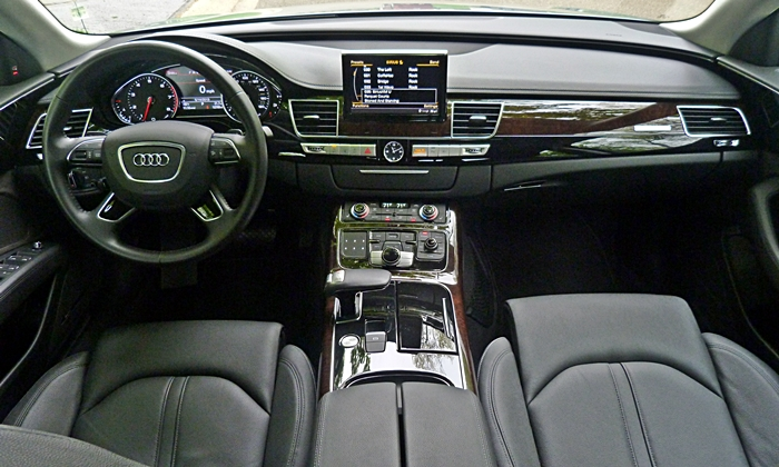 Audi A8 / S8 Photos: Audi A8 L instrument panel full width