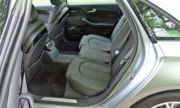 Audi A8 / S8 Photos: Audi A8 L rear seat