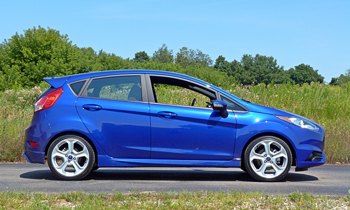 Ford Fiesta Photos: 2014 Ford Fiesta ST side view