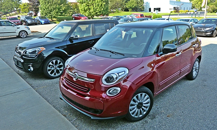 Fiat 500L Photos: 500L and Soul front quarter view