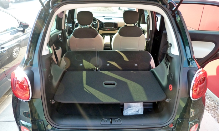 Fiat 500L Photos: FIAT 500L cargo area, seats folded