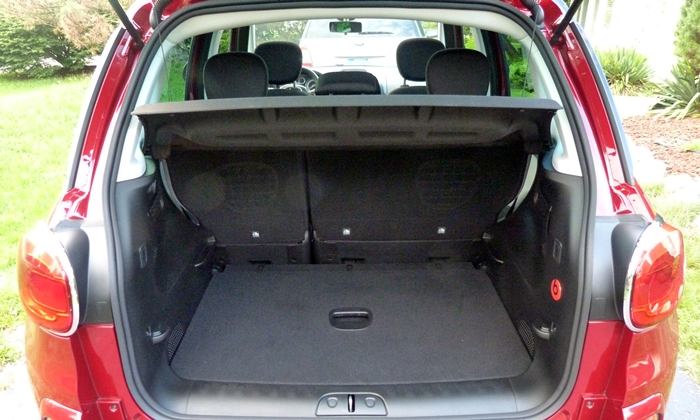 Fiat 500L Photos: FIAT 500L cargo area