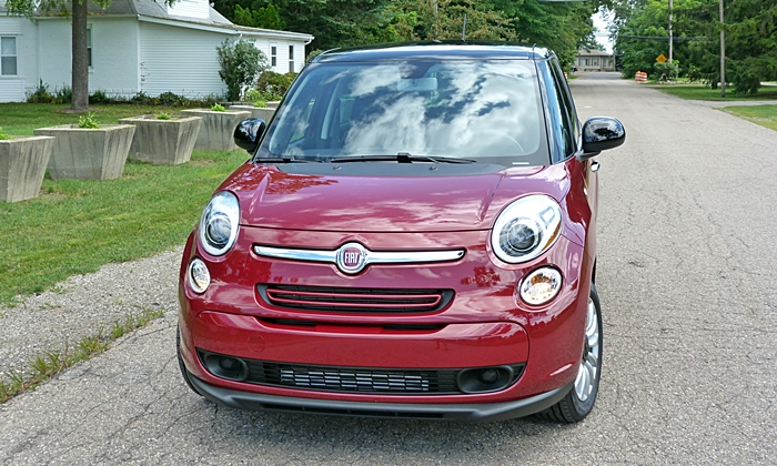 Fiat 500L Photos: FIAT 500L front view
