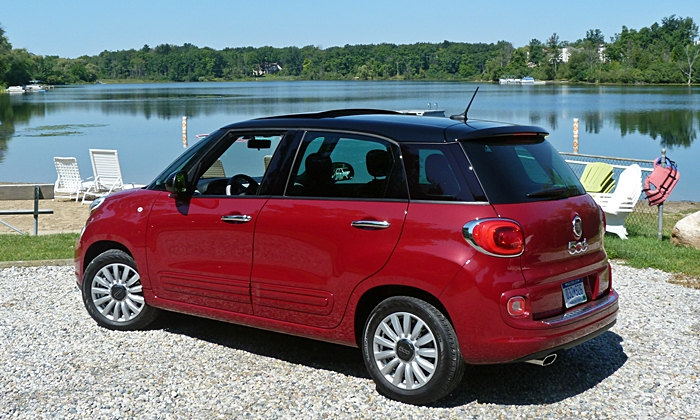 500L Reviews: FIAT 500L rear quarter view