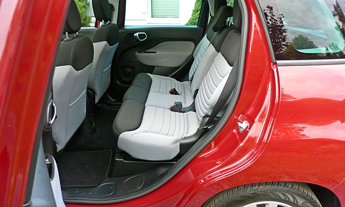 Fiat 500L Photos: FIAT 500L rear seat