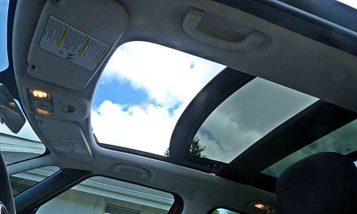 Fiat 500L Photos: FIAT 500L sunroof