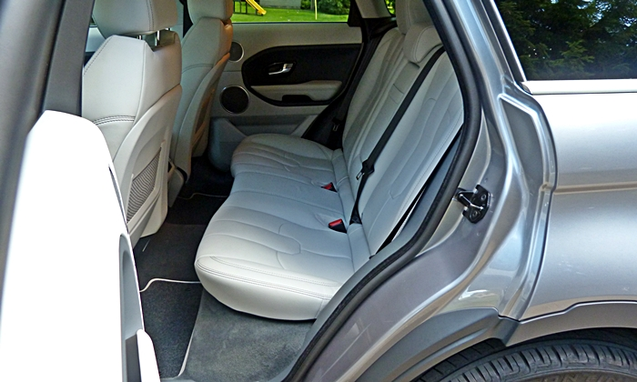 Range Rover Evoque Reviews: Range Rover Evoque rear seat