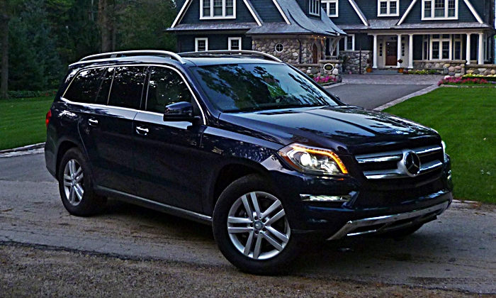 Mercedes-Benz GL Photos: Mercedes-Benz GL350 front angle dusk