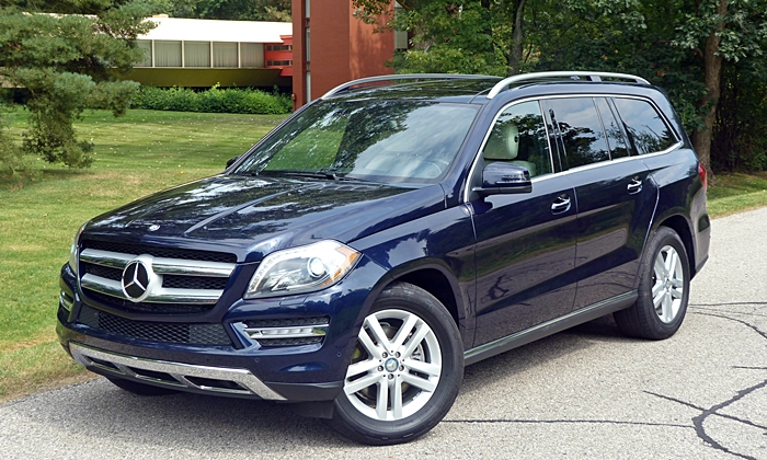 GL-Class Reviews: Mercedes-Benz GL350 front angle