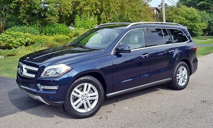Mercedes-Benz GL Photos: Mercedes-Benz GL350 front quarter view
