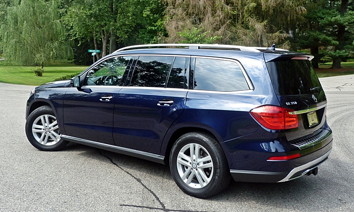 GL-Class Reviews: Mercedes-Benz GL350 rear quarter view